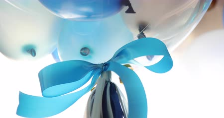 zdziwienie : close-up blue bow ribbon on balloon floating decorate celebration party