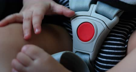 kayış : baby sitting on car seat safe drive, close-up red button on lock safety belt