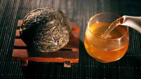 comida japonesa : Tea. Chinese tea. Puer sort of tea with filter