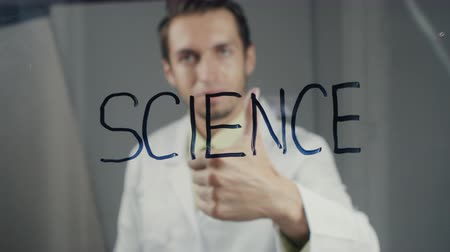 profesor : The scientist writes the word science on the glass