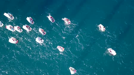 riskli : Group of small sail boats manoeuvring in calm sea waters. Aerial view Stok Video