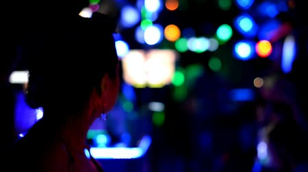 Nightlife party atmosphere - Young woman in the club, partying and enjoying the nightlife Vídeos