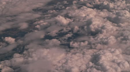 letectví : Aerial view out of a flying passenger plane window while traveling through the united states of america.