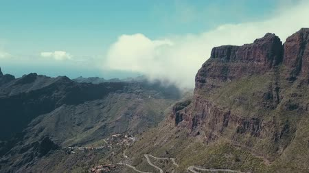 navíjení : Beautiful aerial panorama of the Tenerife, drone shot along the wild in Canary Islands Dostupné videozáznamy