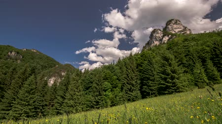 clouds flowing in the mountains in a beautiful sunny day 4K Time Lapse Dostupné videozáznamy
