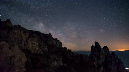Timelapse 4K rise Milky way from the rocks of the mountain ridge Dostupné videozáznamy