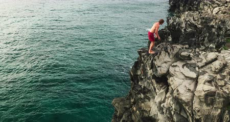 kayalık : Aerial view cliff jumping into ocean