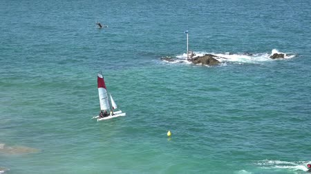 Saint-Malo  Ile-et-Vilaine - 19 August, 2019: young sailors training on the beach of Saint-Malo and launching racing catamarans into rough seas Vídeos