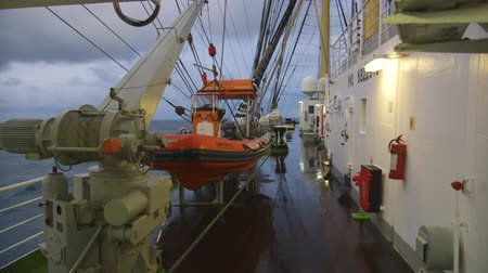 lanoví : Wet Deck Of The Big Sailing Ship Dostupné videozáznamy