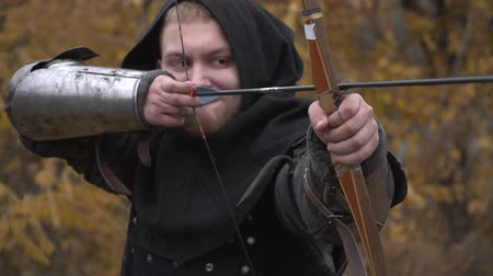 munitions : Warrior shoots a bow