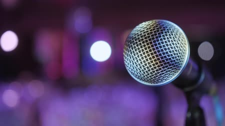 podyum : Microphone over the Abstract blurred conference hall or wedding banquet background Stok Video