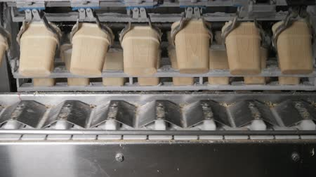 szállító : The conveyor automatic lines for the production of ice cream cones. Wafer cups and cones. Large industrial production. A major supplier of ice cream to the retail network Stock mozgókép