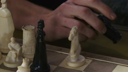 xadrez : Playing chess with beautifully crafted figures. Fragmented video
