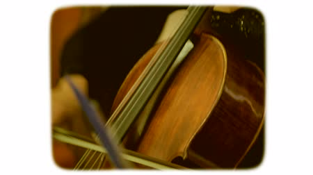 sepya : Woman playing the double bass. 8mm retro style film. Stok Video