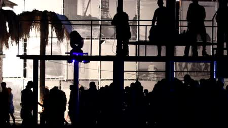 plage : People dance on the balcony above the crowd.