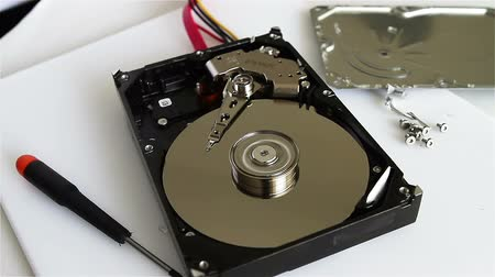 kurtarma : Technical surgeon working on hard drive - data recovery concept