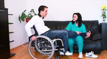 fizjoterapeuta : Physical therapist working with patient