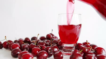 meyve suyu : pouring cherry juice into glass Stok Video