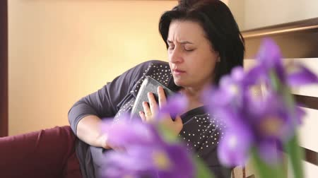religião : Woman with Bible praying and reverencing God in her daily devotional at home.
