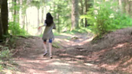 medo : Scared teenage girl running in the forest. Someone is following her.