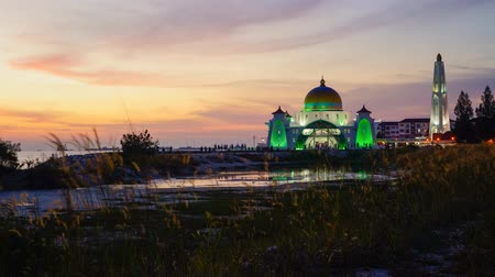 masjid selat melaka : 4K Timelapse of Malacca Straits Mosque during sunset Stock Footage