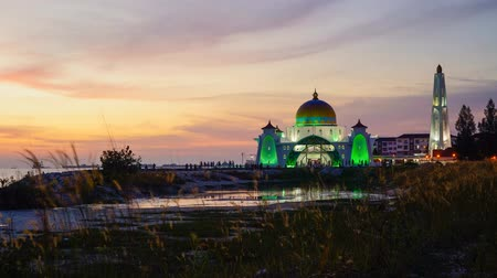 masjid selat melaka : 4K Timelapse of Malaca Straits Mosque during sunset Stock Footage