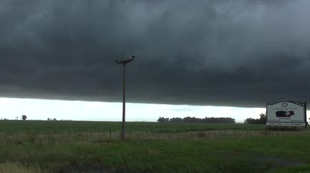 uyarmak : Black sky in a farm. Heavy weather, windy day, big storm