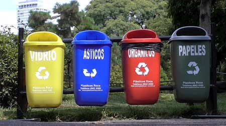 reutilização : Recycling Baskets in the street. Recycle trash. Recycle cans so people can separate the garbage in plastics, glass, organic Vídeos