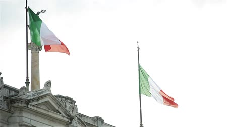 oltář : Italian Flags On The Altare Della Patria (Aka Il Vittoriano), In Rome, Italy.