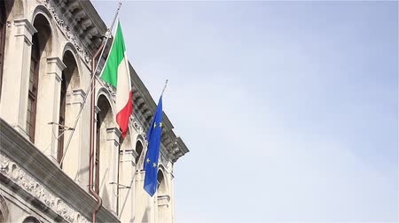 лазурный : Flags Of Italy And The European Union In A Building Of Venice. Стоковые видеозаписи