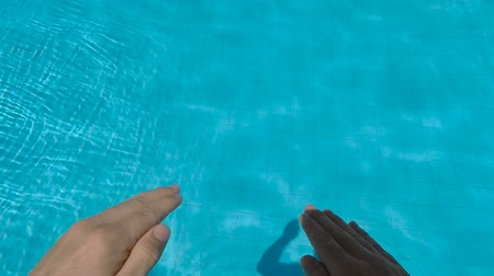 basen : Jump into the swimming pool, misfortune accident