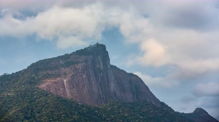 Рио : Time lapse shot of Corcovado Hill and Christ with clouds dynamic in Rio de Janeiro,Brazil Стоковые видеозаписи