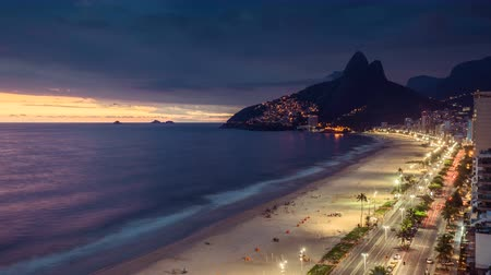 brezilya : Ipanema Beach transition day to night shoot with people and cars moving in Rio de Janeiro, Brazil. Sunset panning and zoom in Time Lapse.