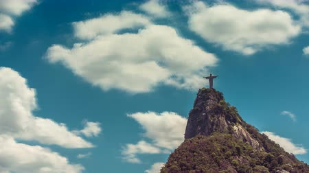 latin amerika : Cristo Redentor in Rio de Janeiro Brazil  Latin America. Time lapse with rolling clouds.