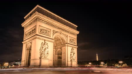 oblouk : Paris Arc de Triumph night traffic Timelapse with cars passing