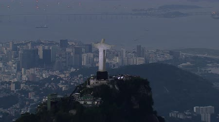 Рио : Aerial view of illuminated Christ the Redemeer Statue at Sunset, Rio de Janeiro, Brazil.