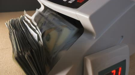 filigran : Money counting machine. Close up slider shot Stok Video