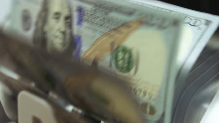 filigran : Cash counting machine counts 100 dollar bills. Close up dolly shot, shallow DOF Stok Video
