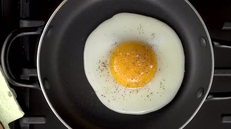 cooking fried egg, 4K