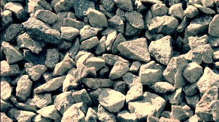 duro : small stones gravel background on a sunny day movement from top to bottom Vídeos