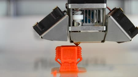 anyagi : Building on new 3d printer printing isolated object orange on clean flat surface. Timelapse. Modern technology prototyping of plastic, other material. Printing with Plastic Wire Filament on 3D Printer