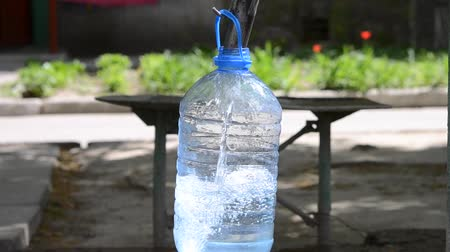 purificado : Pour water into a plastic bottle close-up. Concept of clean drinking water Stock Footage