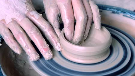 oleiro : Woman girl her hands dub wall jug, sculpts out of clay on circle. Workshop on sculpt white clay closeup. Dirty hands in the clay. Making ceramic products. Artistic creative. Craft.