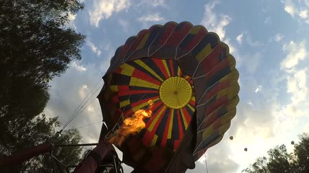 inflação : Blowing inflating with fire from gas burner of large balloon aerostat. Preparation of flight air balloon for flight. Inside view close-up.
