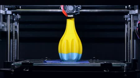 özelleştirilebilir : 3D printer working close up. Automatic three dimensional 3d printer performs plastic. Modern 3D printer printing an object from the hot molten. Concept progressive additive technology for 3d printing.