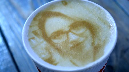 revolução : Drawing of a womans face on a foam coffee latte in a glass created by a 3D printer close-up. 3d printer created a portrait of a girl on the foam of brewed coffee