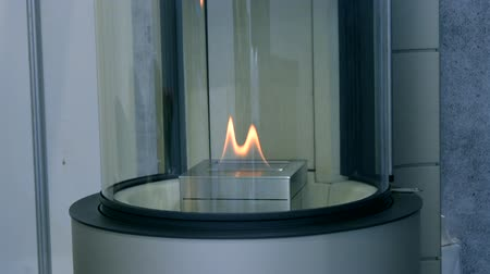 альтернатива : Biofireplace burn on ethanol gas. Contemporary mount biofuel on ethanol fireplot fireplace close-up. Modern smart ecological alternative technologies. Interior design of a house inside