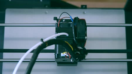 fundido : 3D printer working. Fused deposition modeling, FDM. 3D printer printing an object from plastic. Automatic three dimensional 3d printer performs plastic. Progressive additive technology. Top view Stock Footage