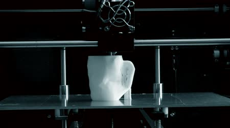 fundido : 3D printer working. Fused deposition modeling, FDM. 3D printer printing an object from plastic. Automatic three dimensional 3d printer performs plastic. Progressive additive technology for 3d printing
