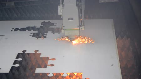 grawerowanie : Fiber laser machines for metal cutting close-up. A laser beam cuts the sheet metal in the manufacture. Industrial technologies, production processes